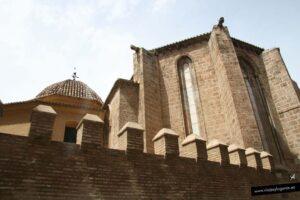 Almenas en el exterior de la iglesia de San Juan del Hospital en Valencia