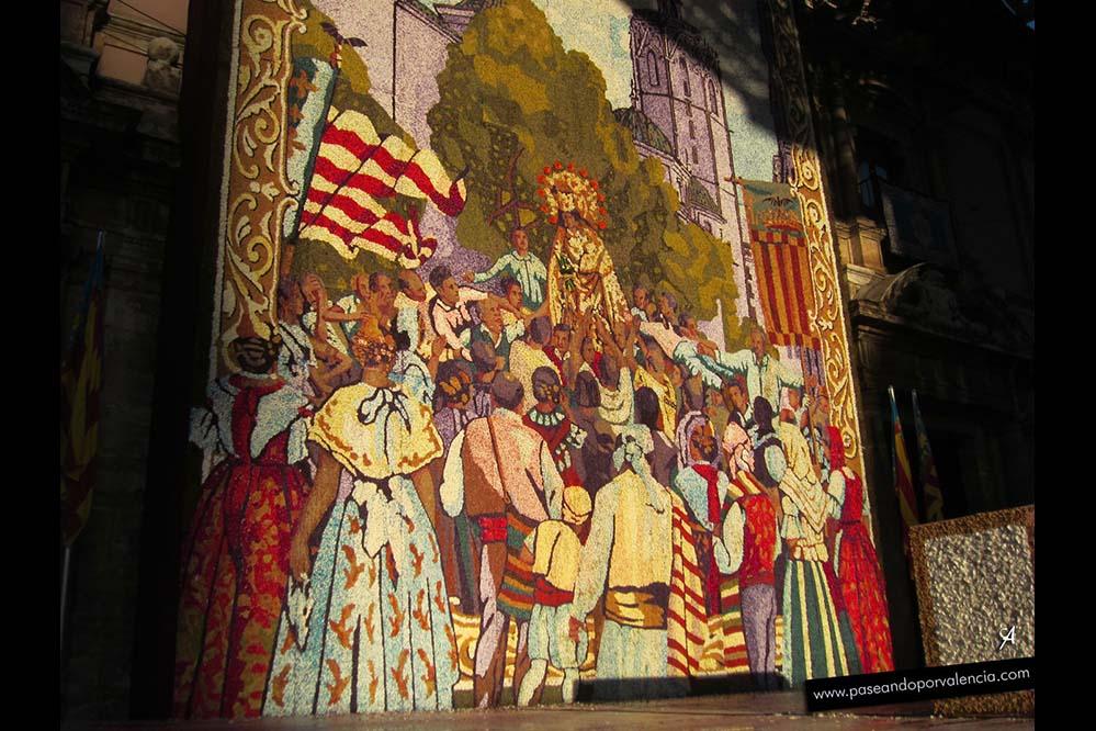 El tapiz de la Virgen ya colocado en la Basílica de los Desamparados