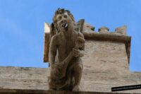 Gárgolas y capiteles en la Lonja