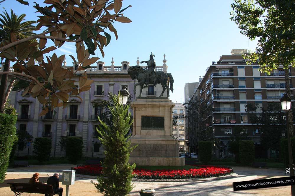 El Parterre con la estatua de Jaume I