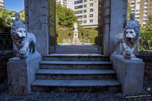 Los dos famosos leones en los Jardines de Monforte en Valencia