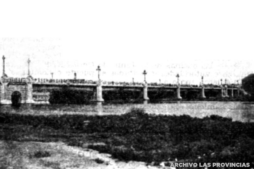 """Puente de Astilleros en Valencia. Imagen de archivo: """"Las Provincias"""""""