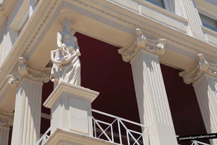 Cariátides de la Casa Museo de Vicente Blasco Ibáñez